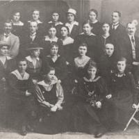 Nauczyciele i uczennice Gimnazjum Żeńskiego  [Dokument ikonograficzny]
